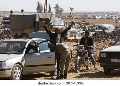 Syrian refugees who escaped from Kobane walking on Turkey-Syria border in Suruc. Sanliurfa, Turkey, 14 May 2014