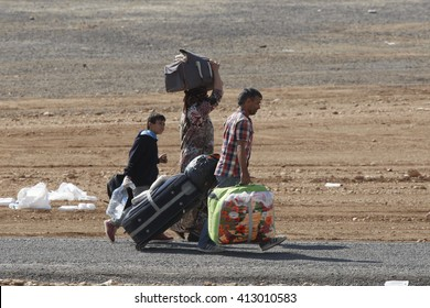 Syrian refugees who escaped from Kobane walking on Turkey-Syria border in Suruc. Sanliurfa, Turkey, 21 May 2014