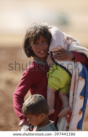 Syrian refugees who escaped from Kobane walking on Turkey-Syria border in Suruc. Sanliurfa, Turkey, 14 May 2014