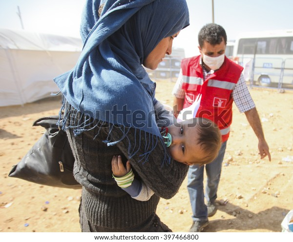 Syrian refugees who escaped from Kobane walking on Turkey-Syria border in Suruc. Sanliurfa, Turkey, 18 May 2014