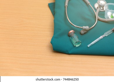 Syringes, medical syringes, surgical kits, x-ray films Located on a wooden desk. In the room to prepare for the doctor.