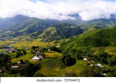 Ta Van village is as beautiful as a picture, leaning against Hoang Lien Son mountain. It's very convenient to travel from Ta Van to other famous places at Lao Cai such as Lao Chai, Cau May, Ta Phin.
