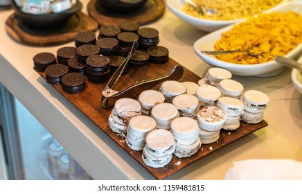 table with alfajor in chocolate