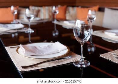 Table arrangement in a restaurant