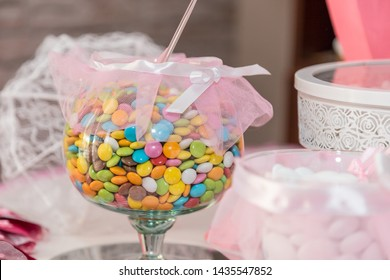 Table catering with colored smarties, Jordan almonds