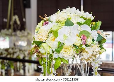 Table decor flowers in restaurant