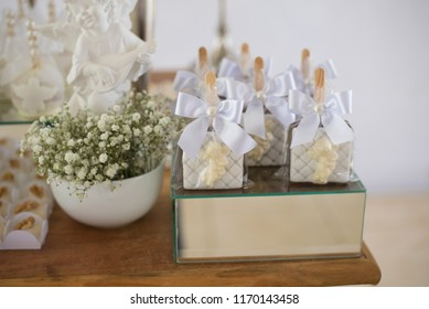 Table decorated with candy alfajor - Baptism