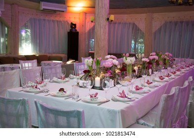 Table decoration with roses and orchides