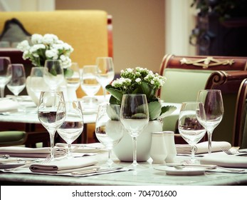 table layout, glasses
