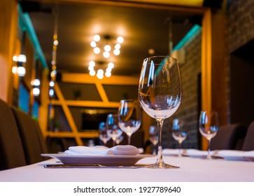 table in a restaurant with cutlery fork knife white tablecloth glasses for wine and water