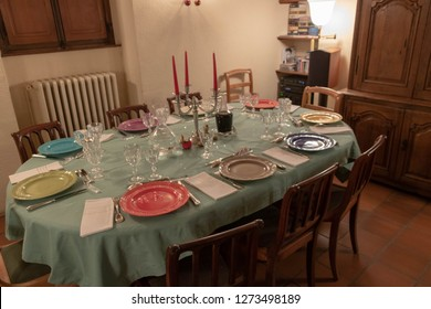 Table set for the Christmas meal with Giens faience and bohemian crystal