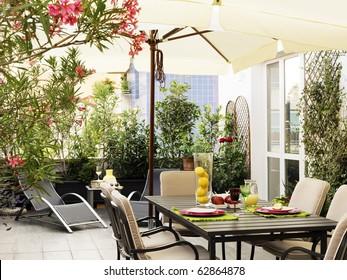 Imágenes Fotos De Stock Y Vectores Sobre Balcones Flores