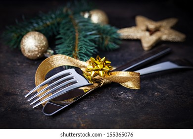 table setting with gold and decoration