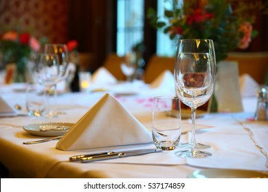 table setting for a lovey dinner/ table setting/ table setting for a delicious dinner
