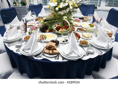 Table setting in the restaurant