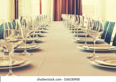Table setting in the restaurant. Banquet, dinner party. Wedding