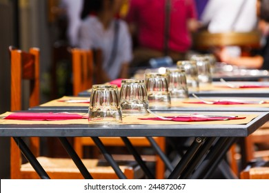 tables with glasses at an outdoor cafe in Florence