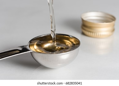 A tablespoon of white wine vinegar