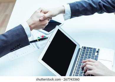 Tablet, finger, screen.