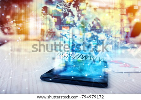 Tablet that shares multimedia with internet connection