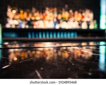 Tabletop-Theke Bar Regal Unscharfer Hintergrund Cocktail-Getränk Party