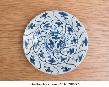 "Tableware of antique ""Old Imari"" made in Japan during the Edo period"