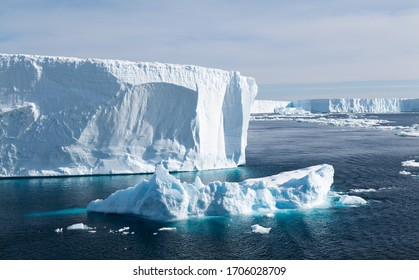 Tabular Icebergs in the Weddell Sea