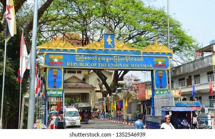 Tachileik, Myanmar - Januar 24, 2019: Tourists visited Tachileik border market from Mae Sai, Thailand. Tachilek or Tha Khi Lek is a border town in the Shan State of eastern Myanmar.