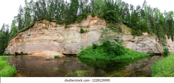 The Taevaskoda hiking trail, which is located in the Ahja River Landscape Reserve in Estonia. Suur (Large) Taevaskoda.