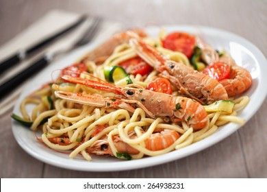 Tagliatelle with prawns and zucchini