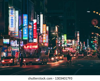 TAICHUNG, TAIWAN - NOV 19, 2017 : Taichung city People walking on street City Bus transportation