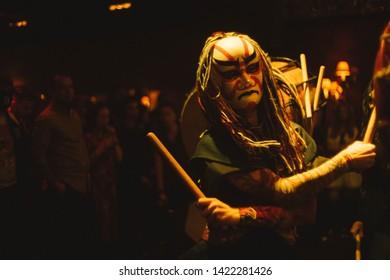 taiko japan drum dance artist mask