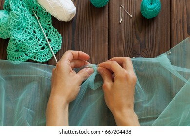 tailor marking the fabric with sewing pins