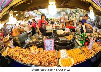 TAIPEI, TAIWAN - 18 May 2016 : Food stalls in street food in Taipei, Taiwan.