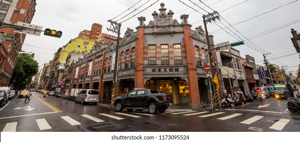 Taipei, Taiwan - August 3rd, 2018: Buildings in the Dadaocheng district de Taipei