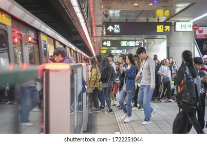 TAIPEI, TAIWAN - JAN 04: Unnamed commuters get on the subway in Taipei Train Station in Taipei on January 04, 2020.