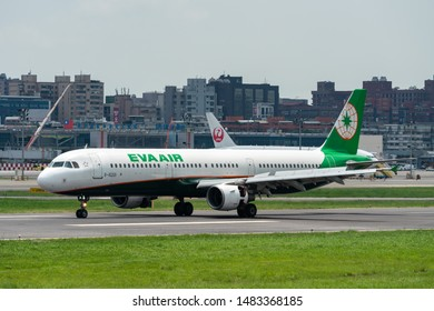 Airbus A321-200 Images, Stock Photos & Vectors | Shutterstock