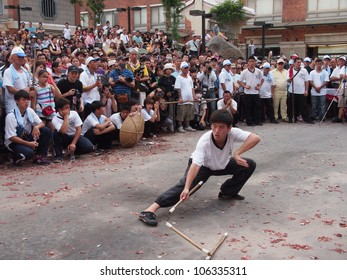 TAIPEI,TAIWAN- JUNE 24:The Traditional kung fu show in  Culture and Art Festival of Tamsui Shing Shuei Yan on June 24,2012 in Taipei,Taiwan. The fair held annually for honor of the Ching-Shui Master.