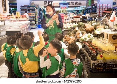 Taipei/Taiwan-25.03.2018:Children on the excursion in the shop
