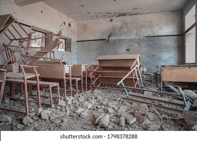 Taiz / Yemen - 09 Oct 2016 : The effects of destruction on schools  Due to the bombing of the  Al-Houthi militias in Taiz City