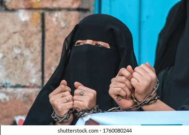 Taiz / Yemen - 18 Nov 2015 : A Yemeni woman takes part in a protestagainst the siege And the war  imposed on  Taiz City, Yemen.