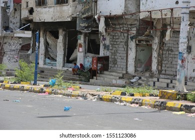 Taiz / Yemen - 24 May 2016 : The effects of destruction on people's homes due to clashes with various weapons between the Popular Resistance and Al-Houthi militias in Taiz City .