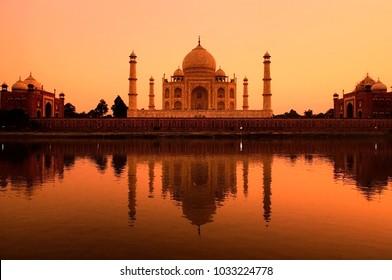 taj mahal during a beautiful sunset