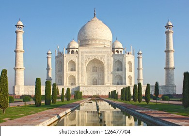 Taj mahal , A famous historical monument