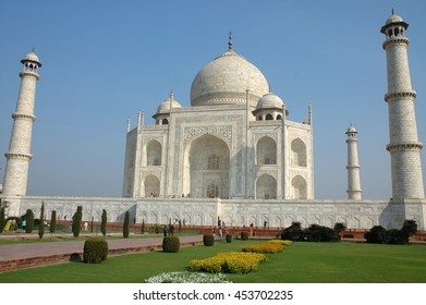 The Taj Mahal mausoleum , a monumental construction made ??of white marble , in the city of Agra , India