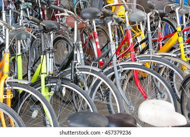 TAK, THAILAND - NOVEMBER 14,2015 : Used bicycles from Japan in Mae Sot  market at Thailand-Myanmar border