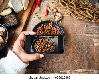 Taking a photo of natto with smart phone