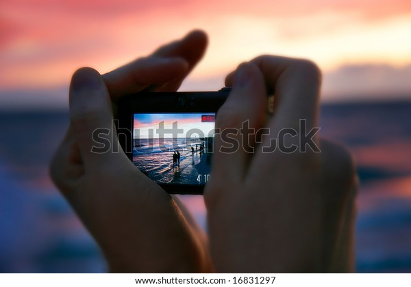 taking picture at sunset, focus on screen