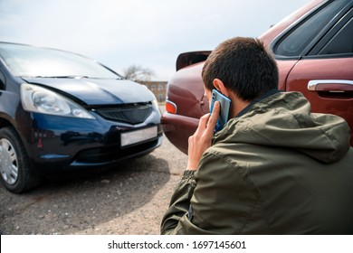 talking man with car accident in street background