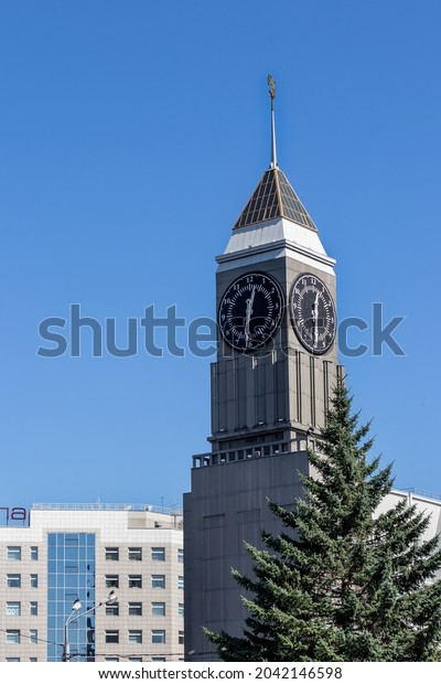tall-clock-tower-on-administration-600w-